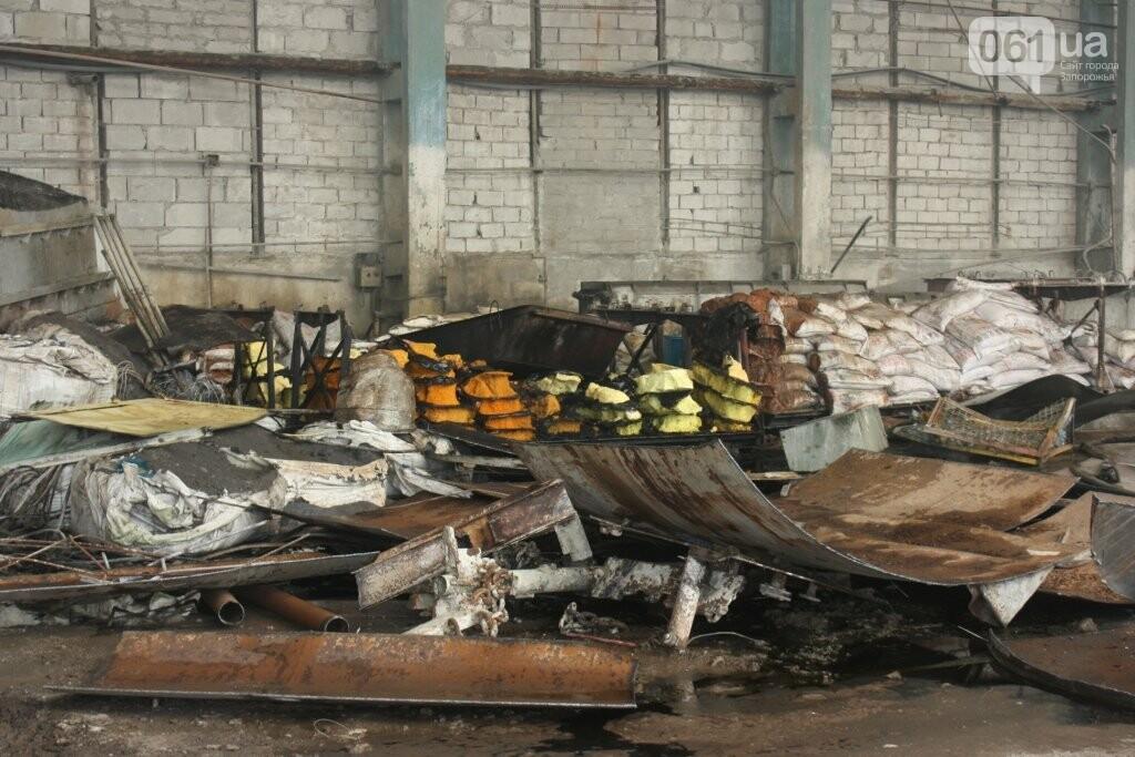 В Запорожье на территории завода загорелись мешки с селитрой — на ликвидацию пожара выехало 25 спасателей, - ФОТО, фото-3