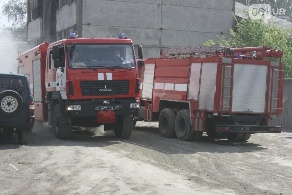 В Запорожье на территории завода загорелись мешки с селитрой — на ликвидацию пожара выехало 25 спасателей, - ФОТО, фото-2