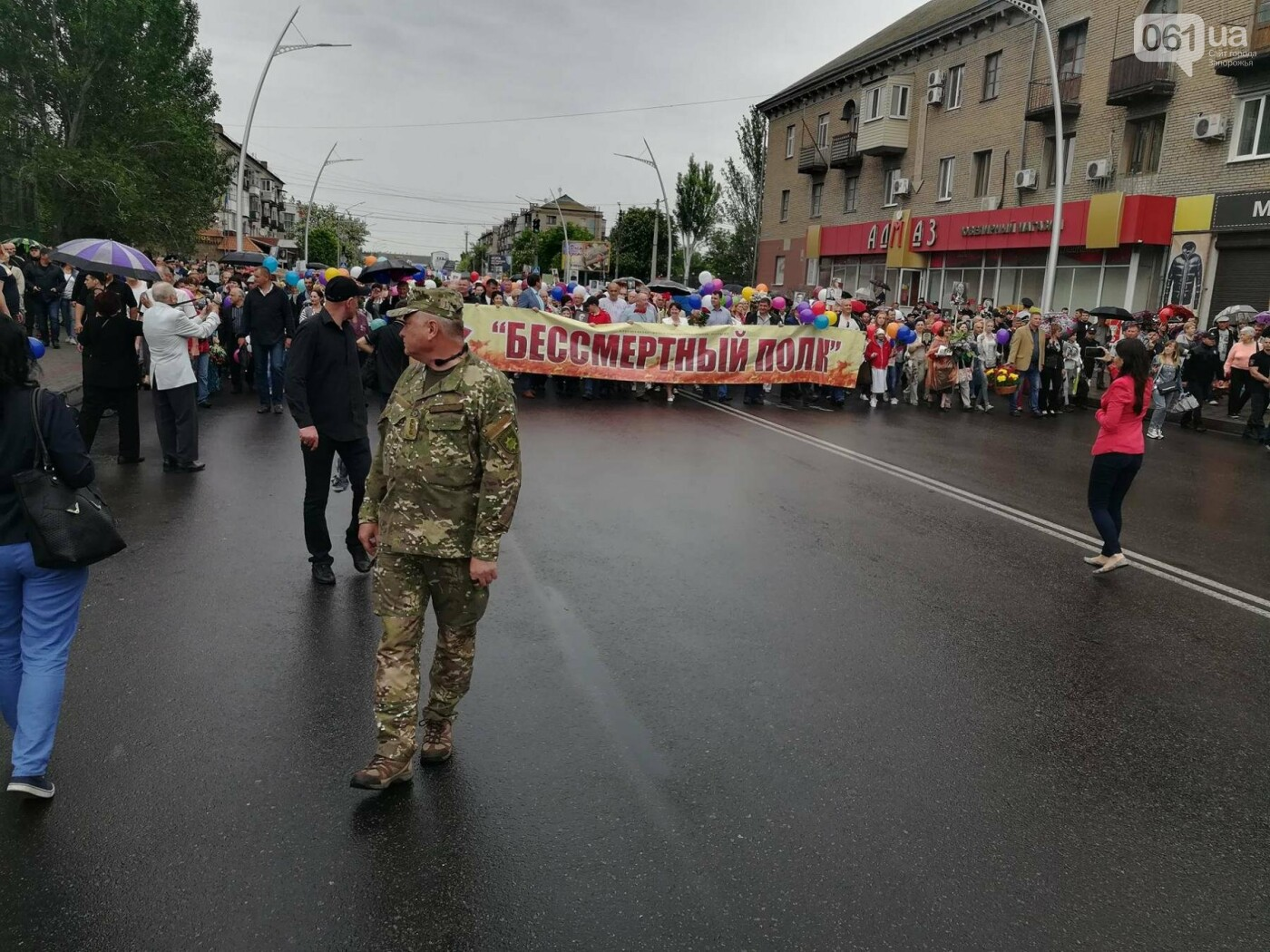 В Мелитополе митинг Балицкого закончился дракой - полиция просила снять георгиевские ленты, - ФОТО, ВИДЕО, фото-16