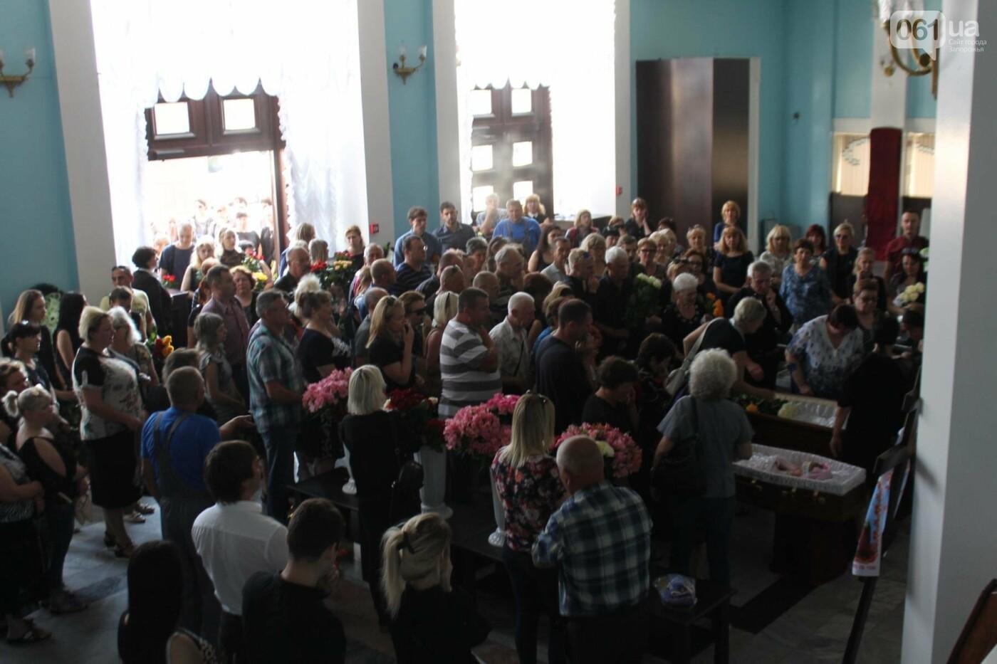 «В голове не укладывается, как такой светлый человек мог уйти»: в Запорожье попрощались с погибшими в громком ДТП на Набережной магистрали,..., фото-1