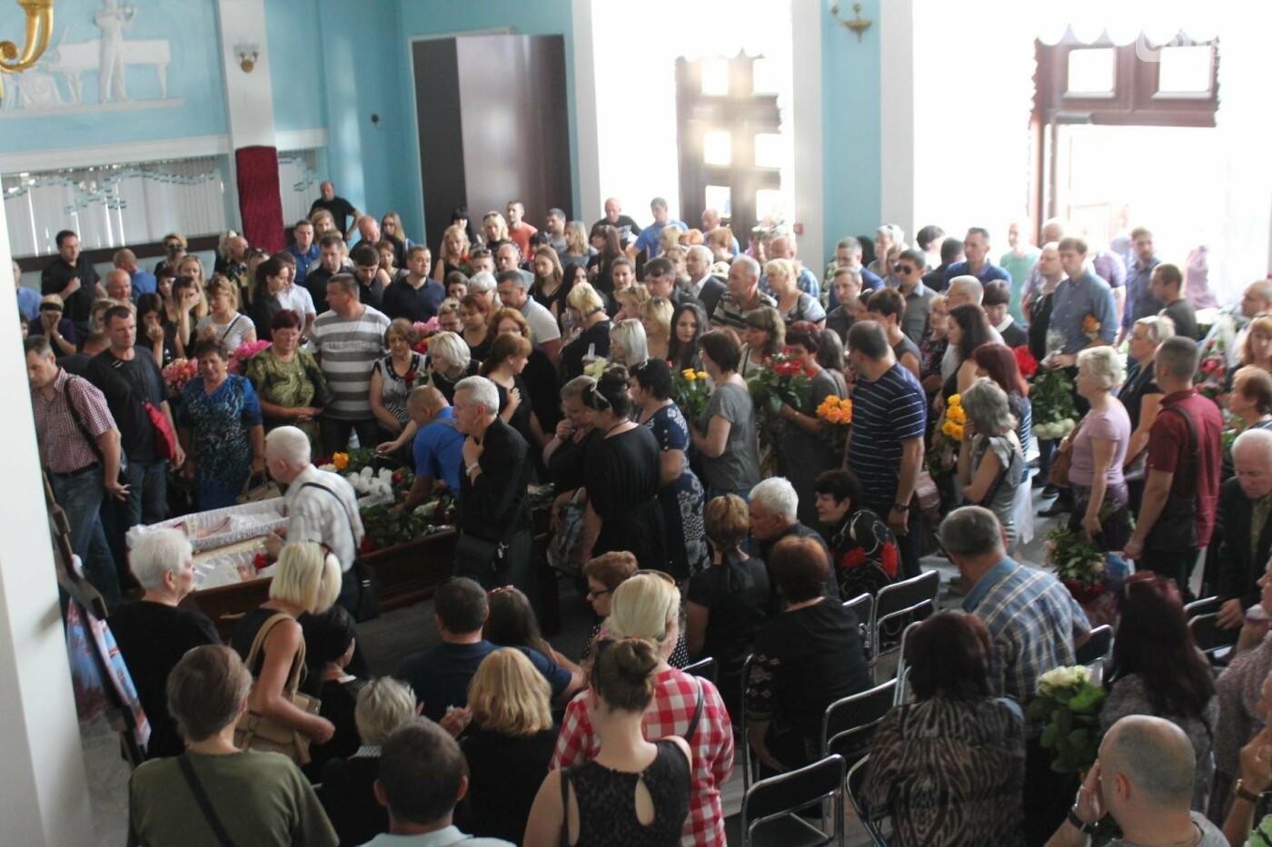 «В голове не укладывается, как такой светлый человек мог уйти»: в Запорожье попрощались с погибшими в громком ДТП на Набережной магистрали,..., фото-8