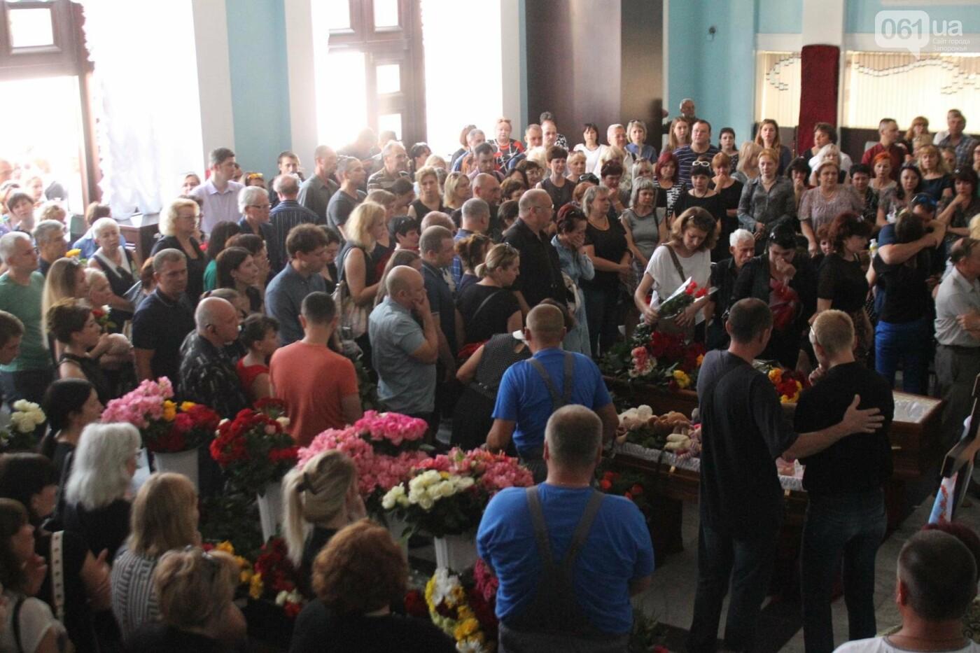 «В голове не укладывается, как такой светлый человек мог уйти»: в Запорожье попрощались с погибшими в громком ДТП на Набережной магистрали..., фото-11