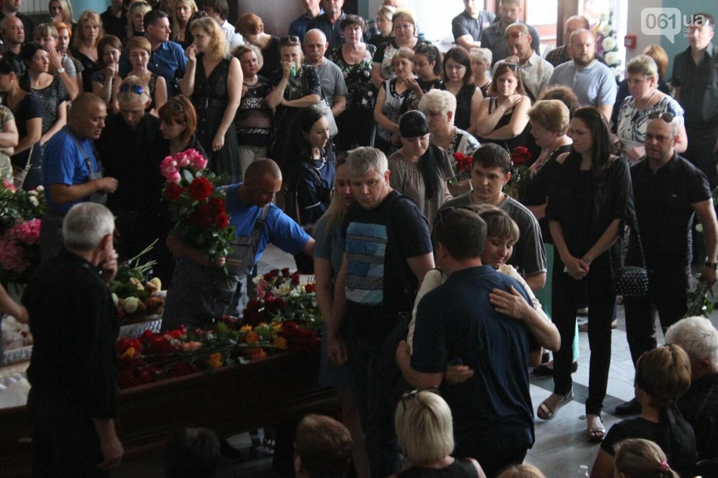 «В голове не укладывается, как такой светлый человек мог уйти»: в Запорожье попрощались с погибшими в громком ДТП на Набережной магистрали..., фото-13