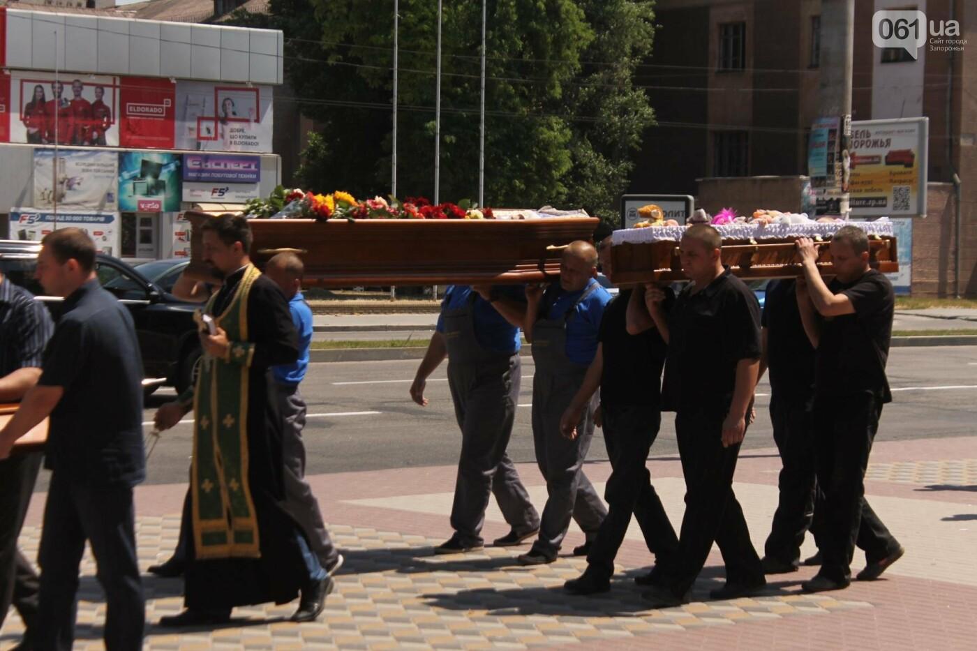 «В голове не укладывается, как такой светлый человек мог уйти»: в Запорожье попрощались с погибшими в громком ДТП на Набережной магистрали..., фото-21