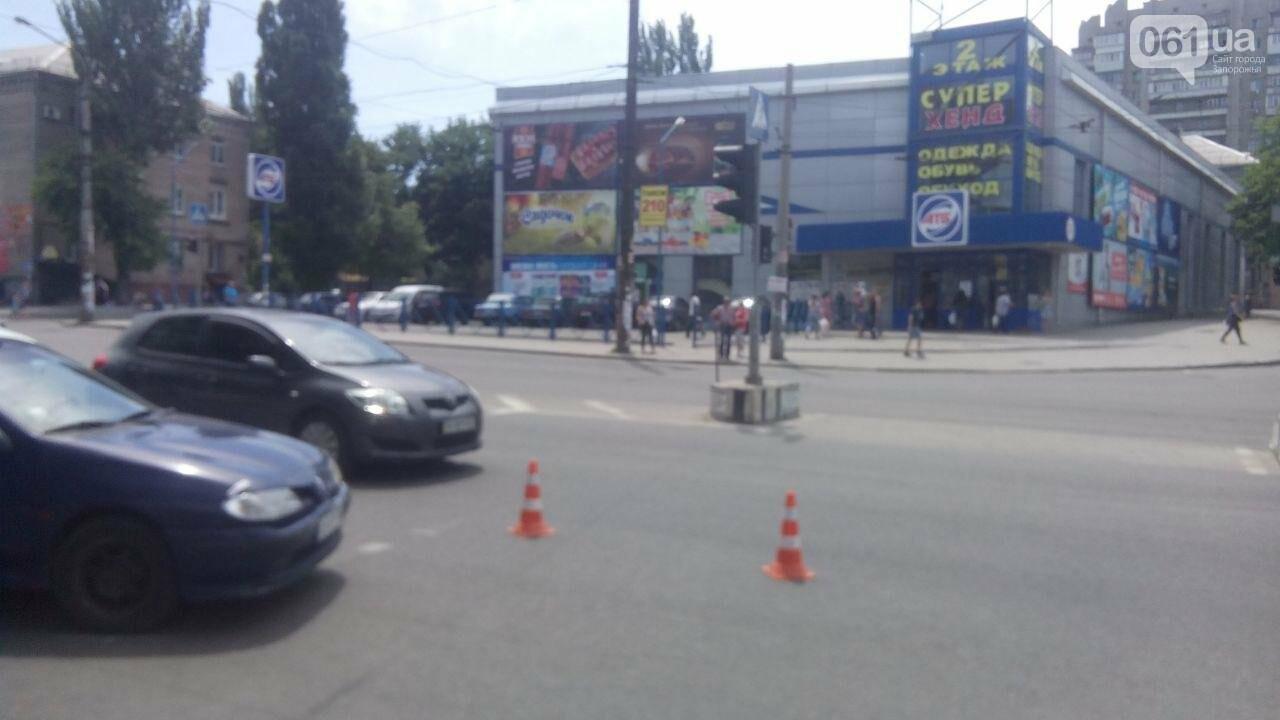 В Запорожье водитель сбил на переходе девушку, а потом в попытке скрыться - еще и мужчину, - ФОТО, фото-1