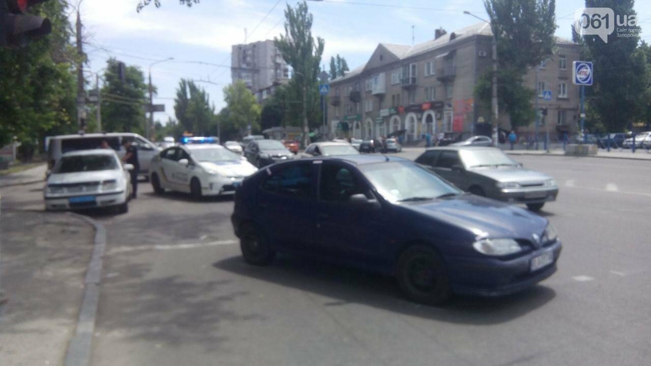 В Запорожье водитель сбил на переходе девушку, а потом в попытке скрыться - еще и мужчину, - ФОТО, фото-3