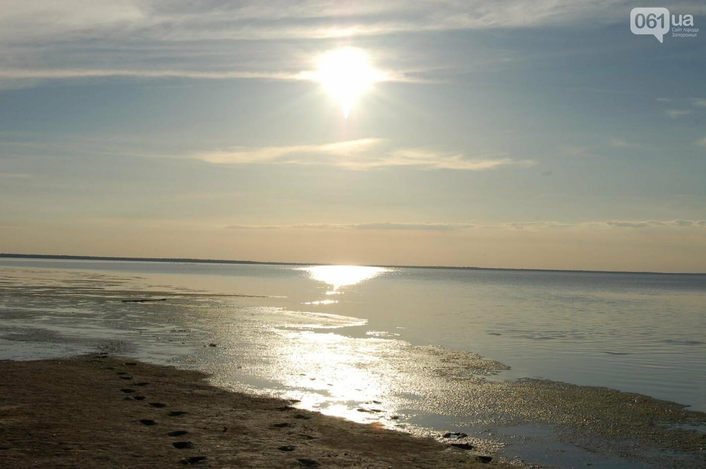 Рыбаки из шести городов Украины помогали открыть канал, соединяющий Молочный лиман с Азовским морем, который занесло песком после шторма, -..., фото-1
