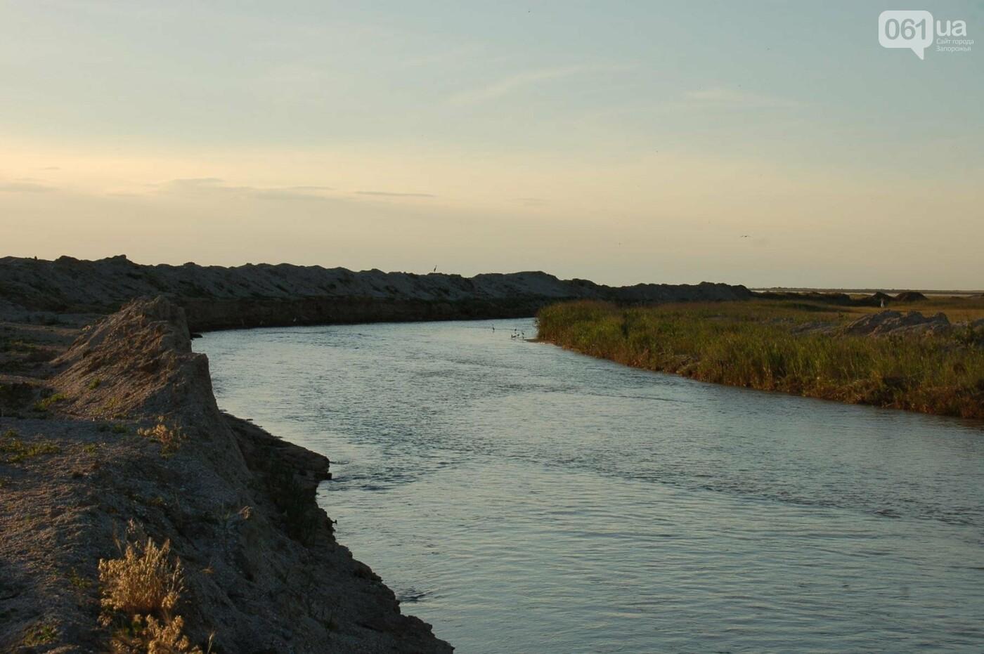 Рыбаки из шести городов Украины помогали открыть канал, соединяющий Молочный лиман с Азовским морем, который занесло песком после шторма, -..., фото-3
