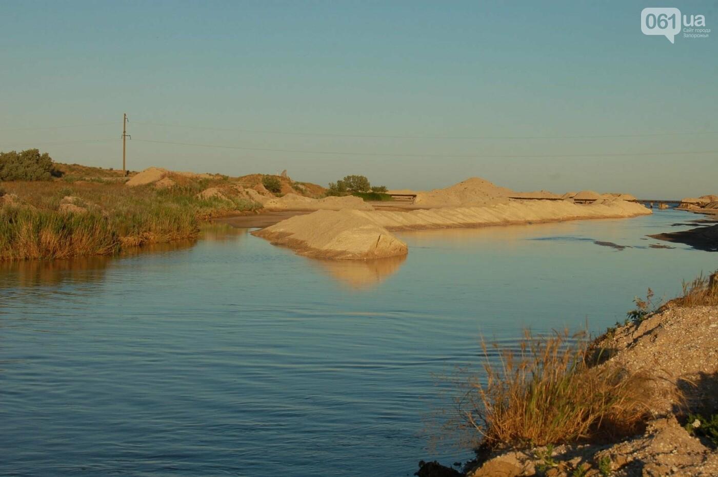 Рыбаки из шести городов Украины помогали открыть канал, соединяющий Молочный лиман с Азовским морем, который занесло песком после шторма, -..., фото-2
