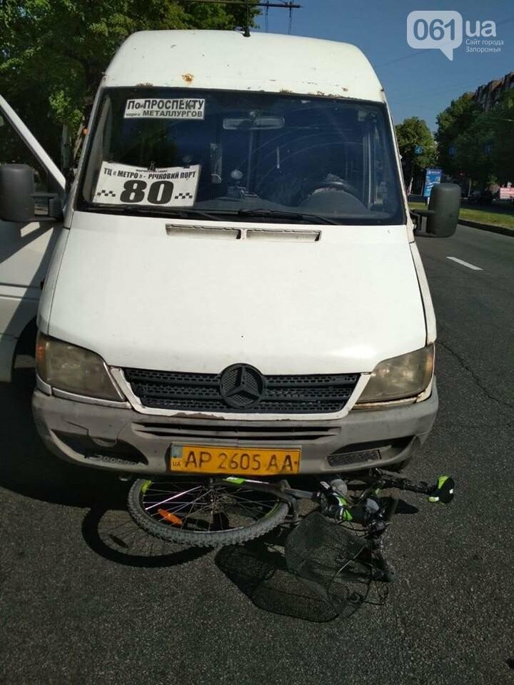 В Запорожье маршрутка сбила велосипедиста, - ФОТОФАКТ, фото-1