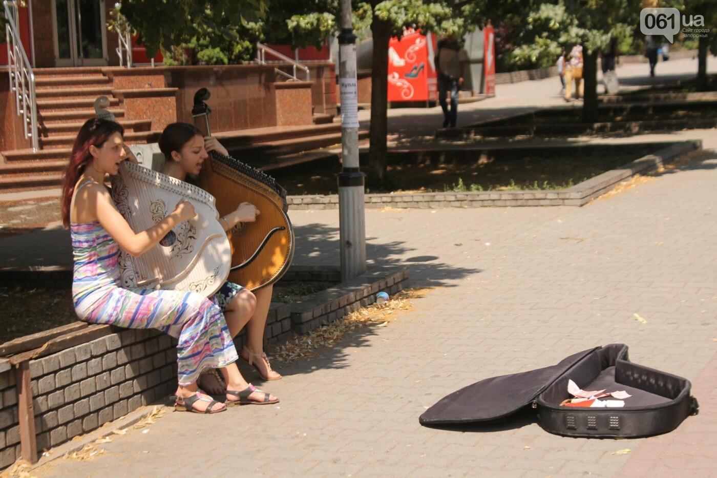 «Океан Эльзы», Злата Огневич и «Один в каноэ»: запорожские студентки-бандуристки устроили уличный концерт, – ФОТО, ВИДЕО, фото-5
