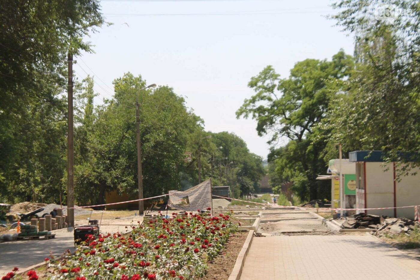 На Якова Новицкого в Запорожье возобновили реконструкцию пешеходной аллеи: обещают закончить до конца лета, – ФОТОРЕПОРТАЖ, фото-3