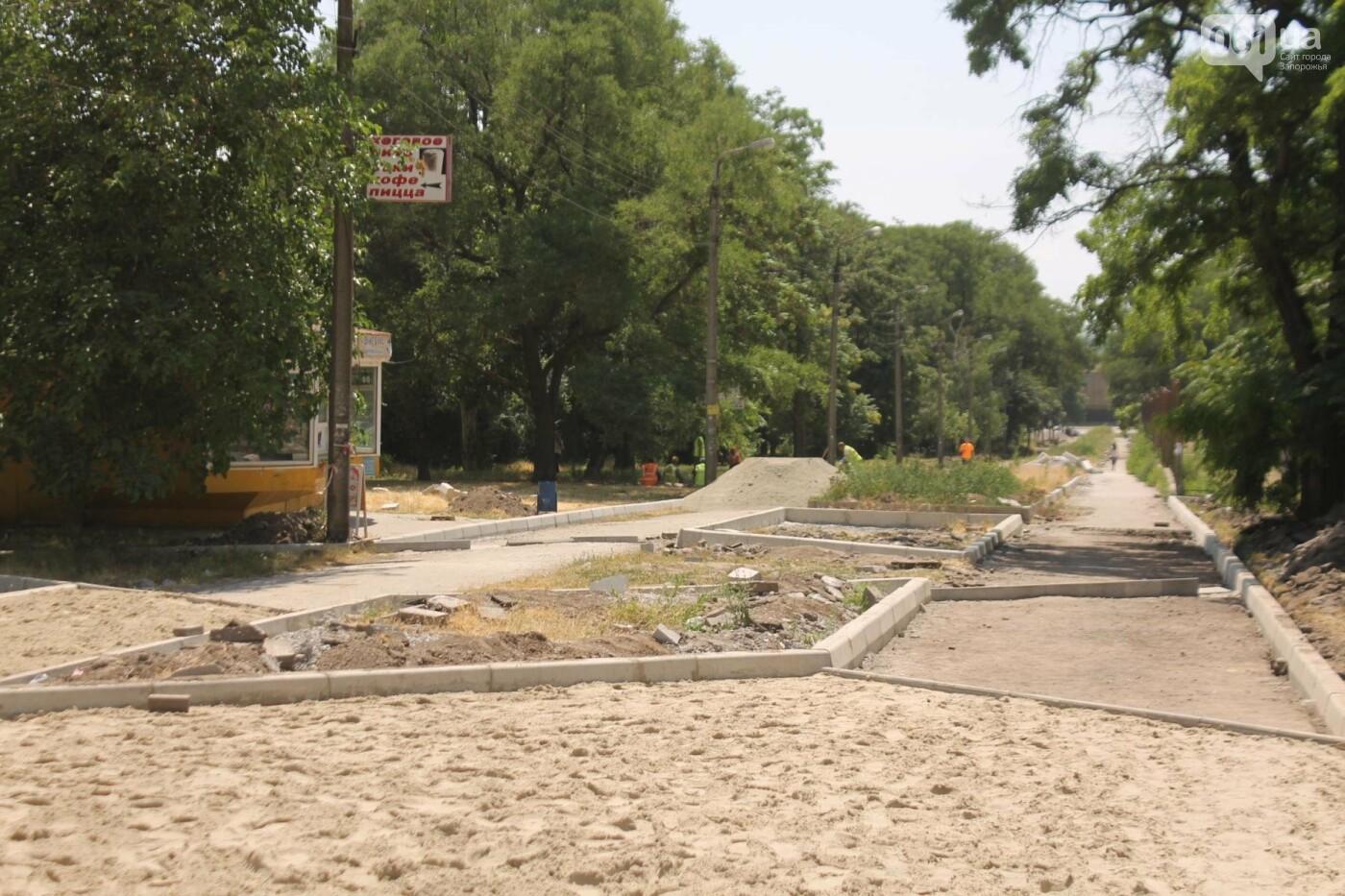 На Якова Новицкого в Запорожье возобновили реконструкцию пешеходной аллеи: обещают закончить до конца лета, – ФОТОРЕПОРТАЖ, фото-6