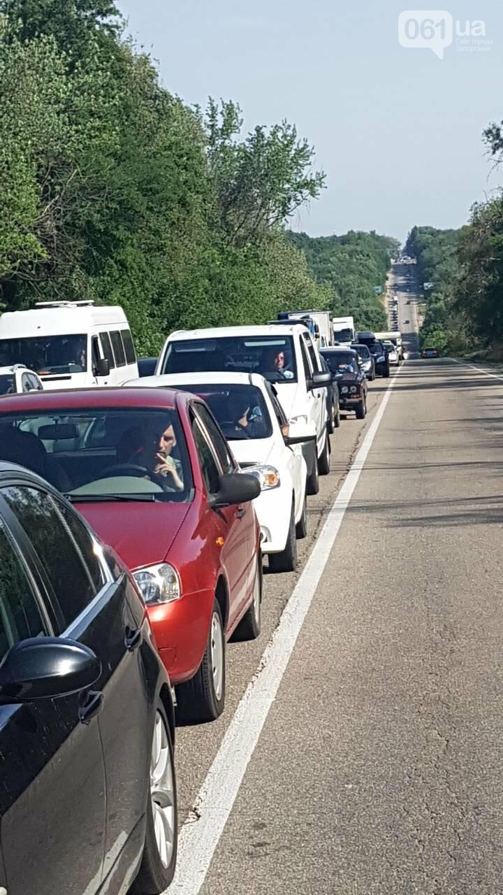 На трассе Харьков-Симферополь огромная пробка: автомобилисты закипают вместе с авто, — ФОТОФАКТ, фото-2
