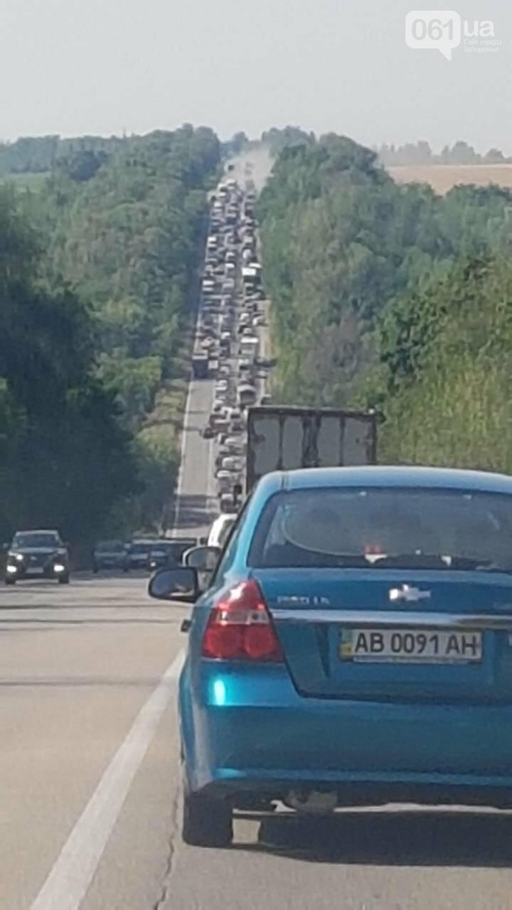 На трассе Харьков-Симферополь огромная пробка: автомобилисты закипают вместе с авто, — ФОТОФАКТ, фото-1