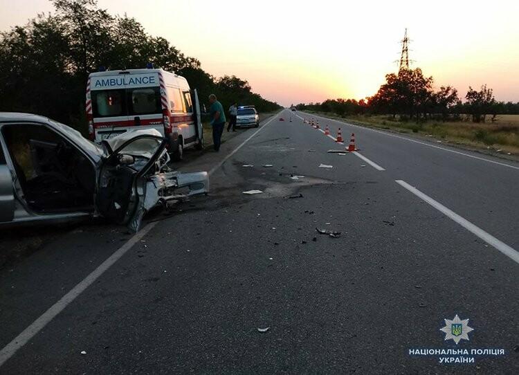 Под Мелитополем произошло ДТП: 7 человек пострадали, двое из них — в тяжелом состоянии, — ФОТО, фото-1