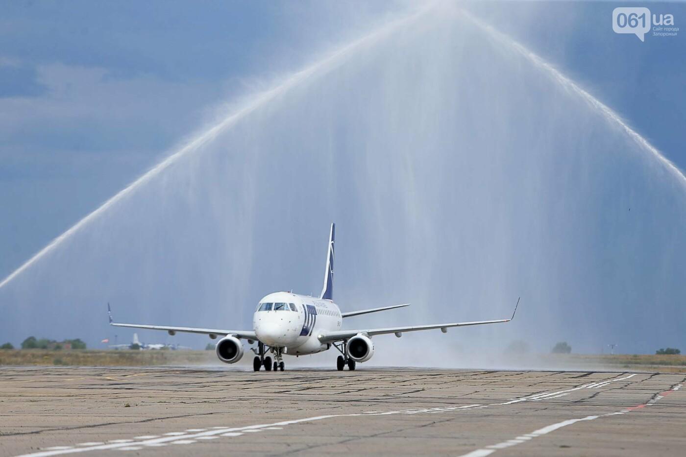 Торт, каравай и дождевая арка: открытие нового авиарейса Варшава-Запорожье в фотографиях, фото-18