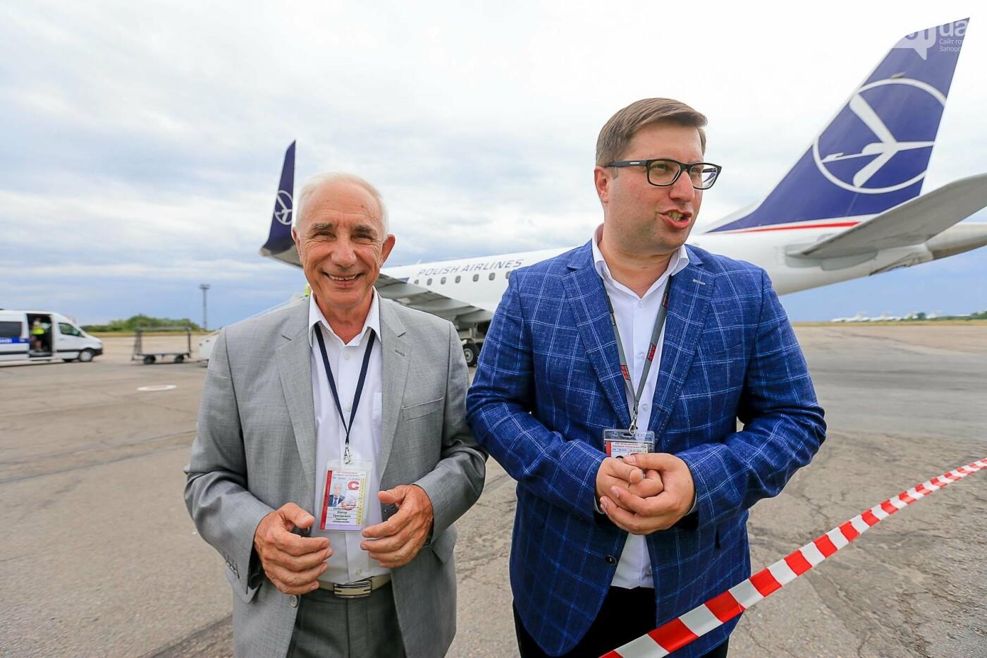 Торт, каравай и дождевая арка: открытие нового авиарейса Варшава-Запорожье в фотографиях, фото-12