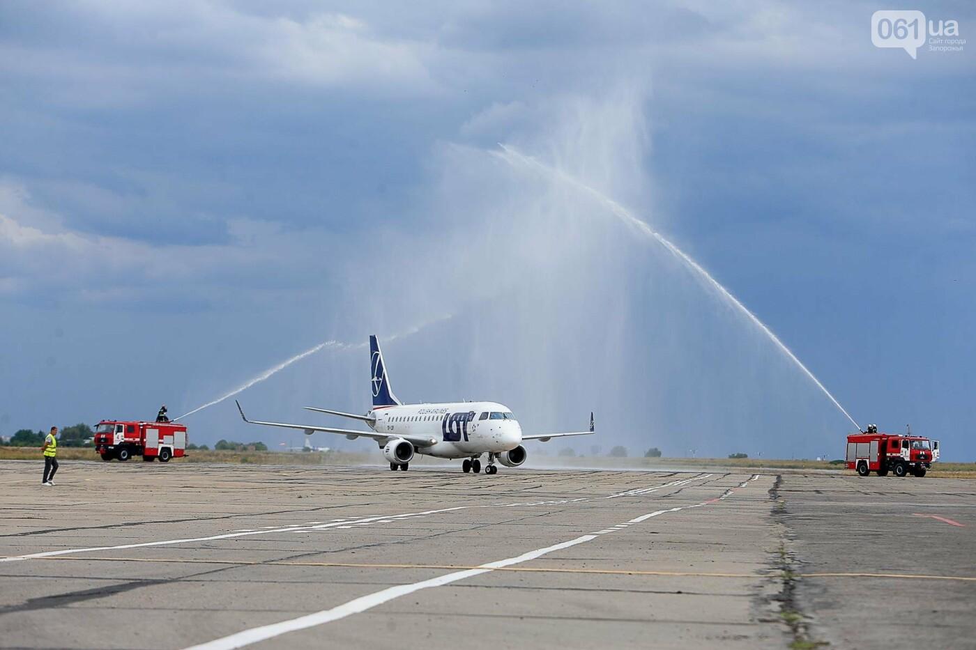 Торт, каравай и дождевая арка: открытие нового авиарейса Варшава-Запорожье в фотографиях, фото-19