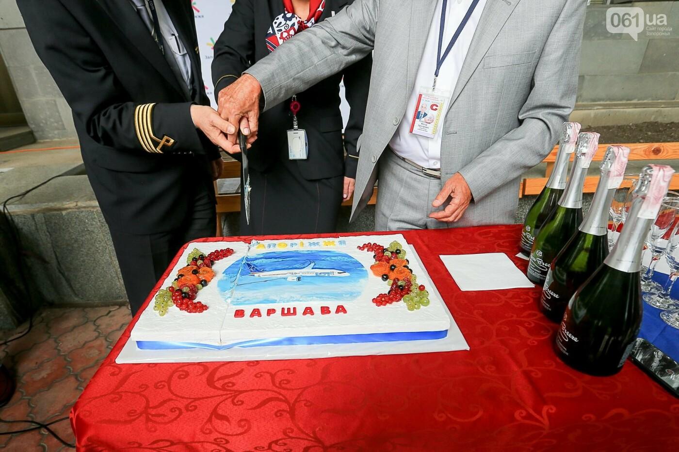 Торт, каравай и дождевая арка: открытие нового авиарейса Варшава-Запорожье в фотографиях, фото-10