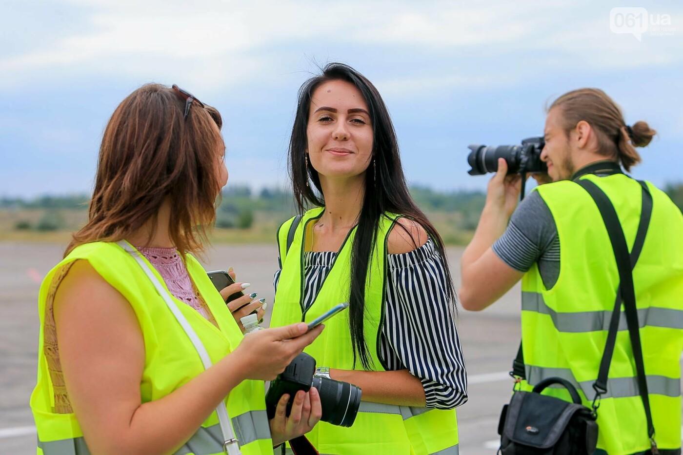 Торт, каравай и дождевая арка: открытие нового авиарейса Варшава-Запорожье в фотографиях, фото-16