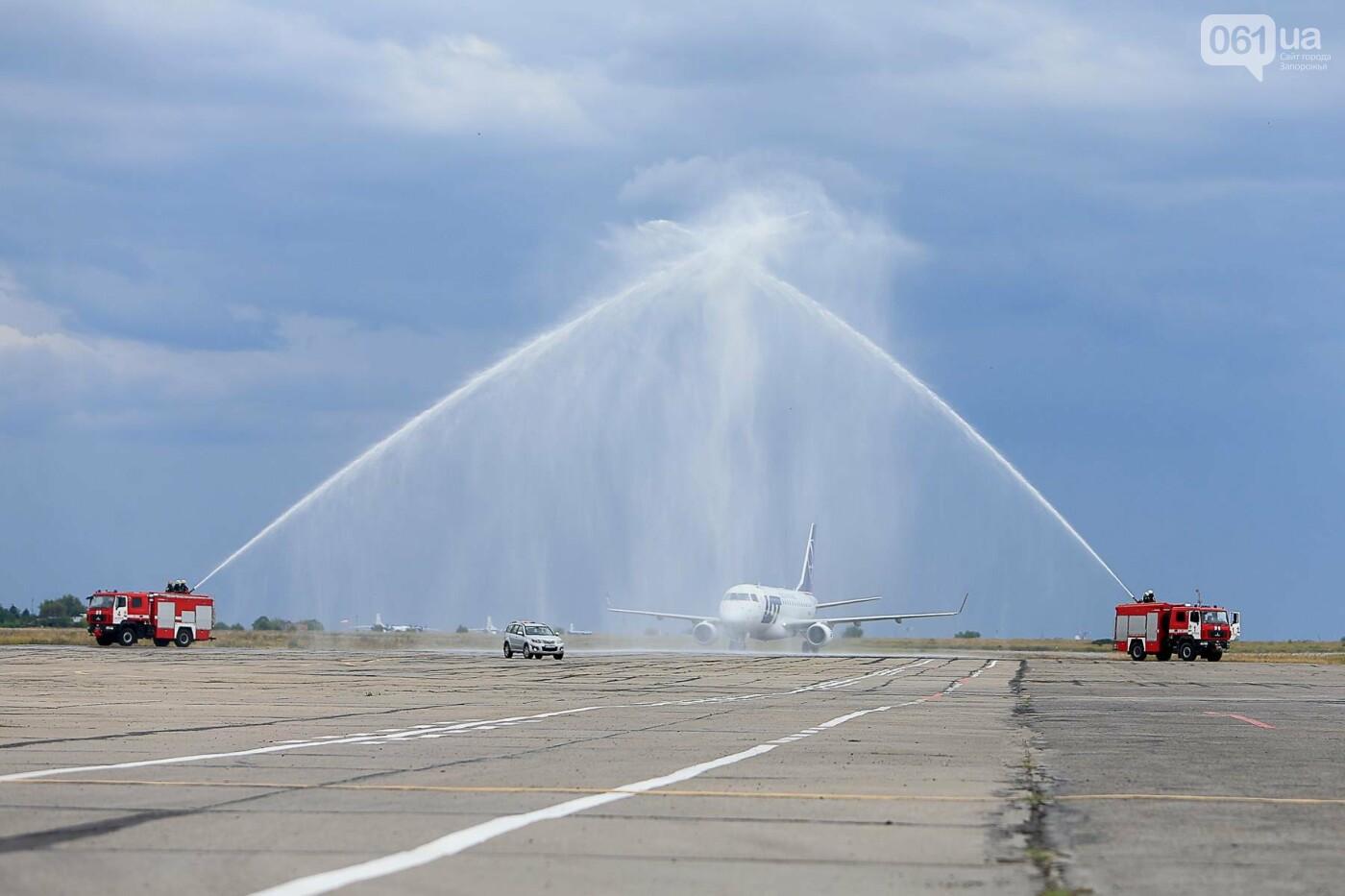 Торт, каравай и дождевая арка: открытие нового авиарейса Варшава-Запорожье в фотографиях, фото-20