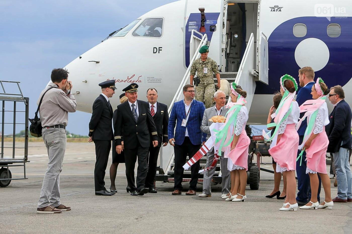 Торт, каравай и дождевая арка: открытие нового авиарейса Варшава-Запорожье в фотографиях, фото-24
