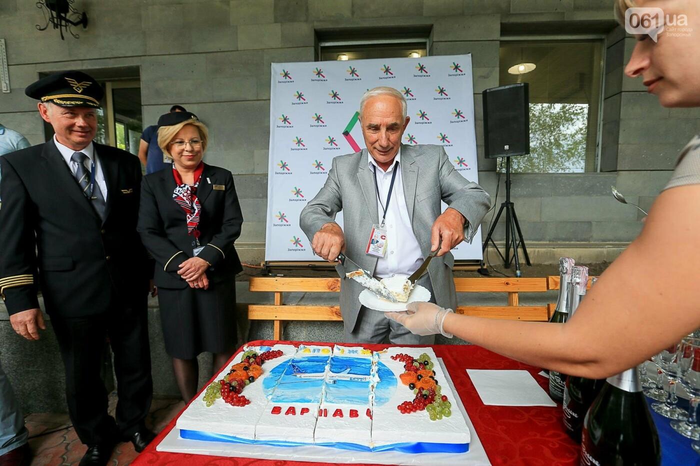 Торт, каравай и дождевая арка: открытие нового авиарейса Варшава-Запорожье в фотографиях, фото-6