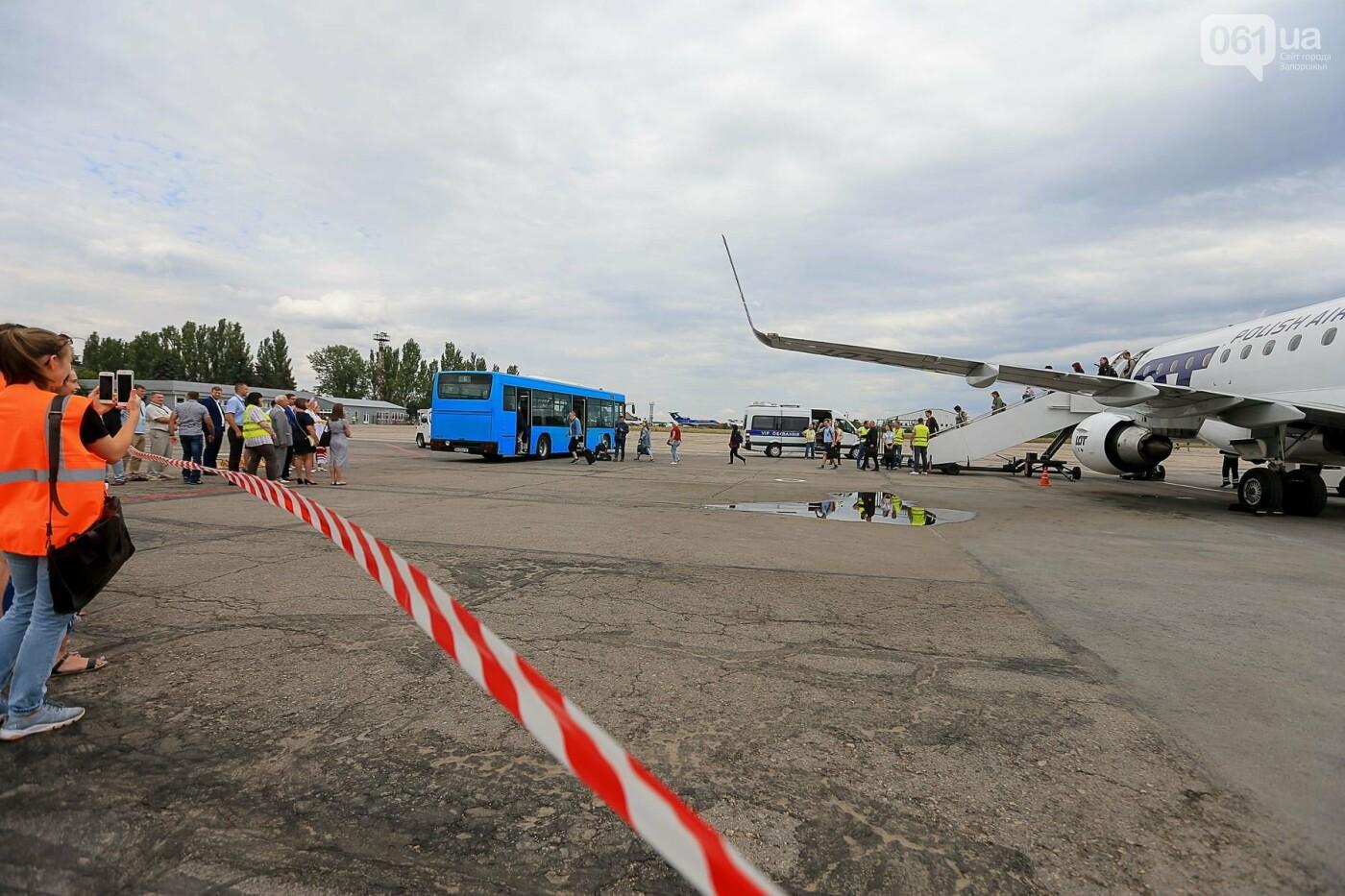 Торт, каравай и дождевая арка: открытие нового авиарейса Варшава-Запорожье в фотографиях, фото-9