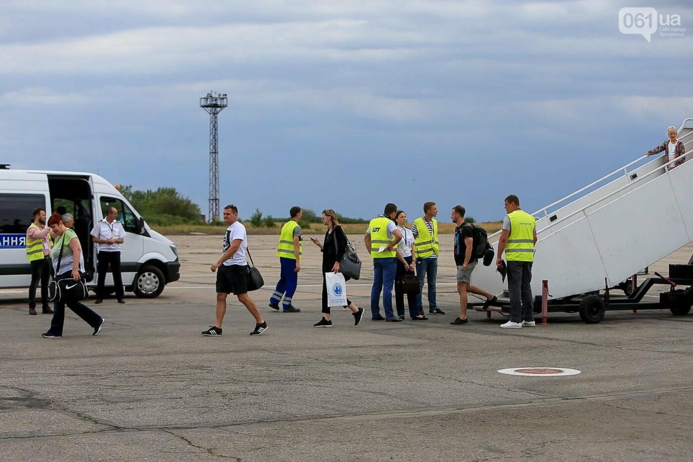 Торт, каравай и дождевая арка: открытие нового авиарейса Варшава-Запорожье в фотографиях, фото-29