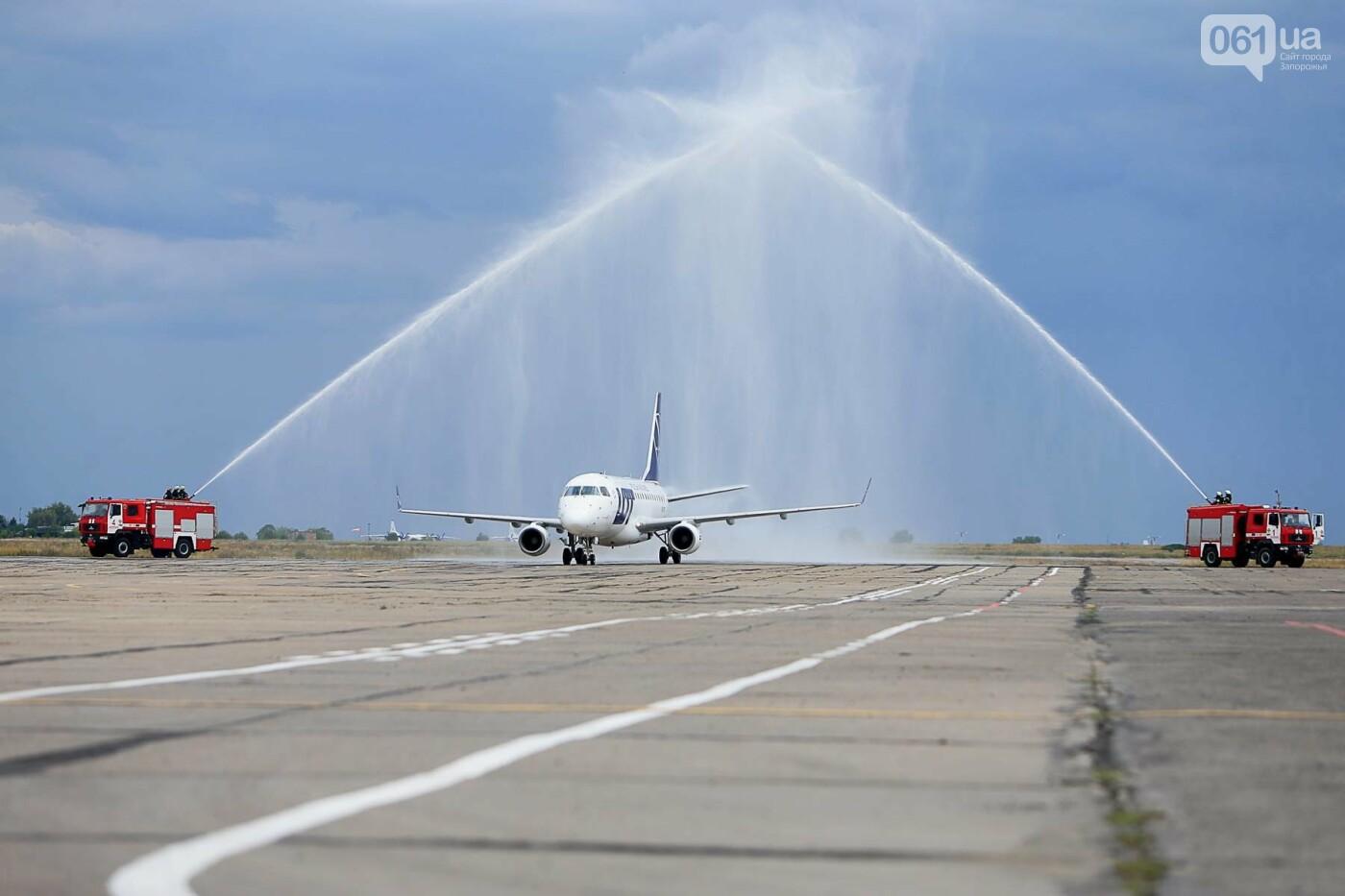 Торт, каравай и дождевая арка: открытие нового авиарейса Варшава-Запорожье в фотографиях, фото-21