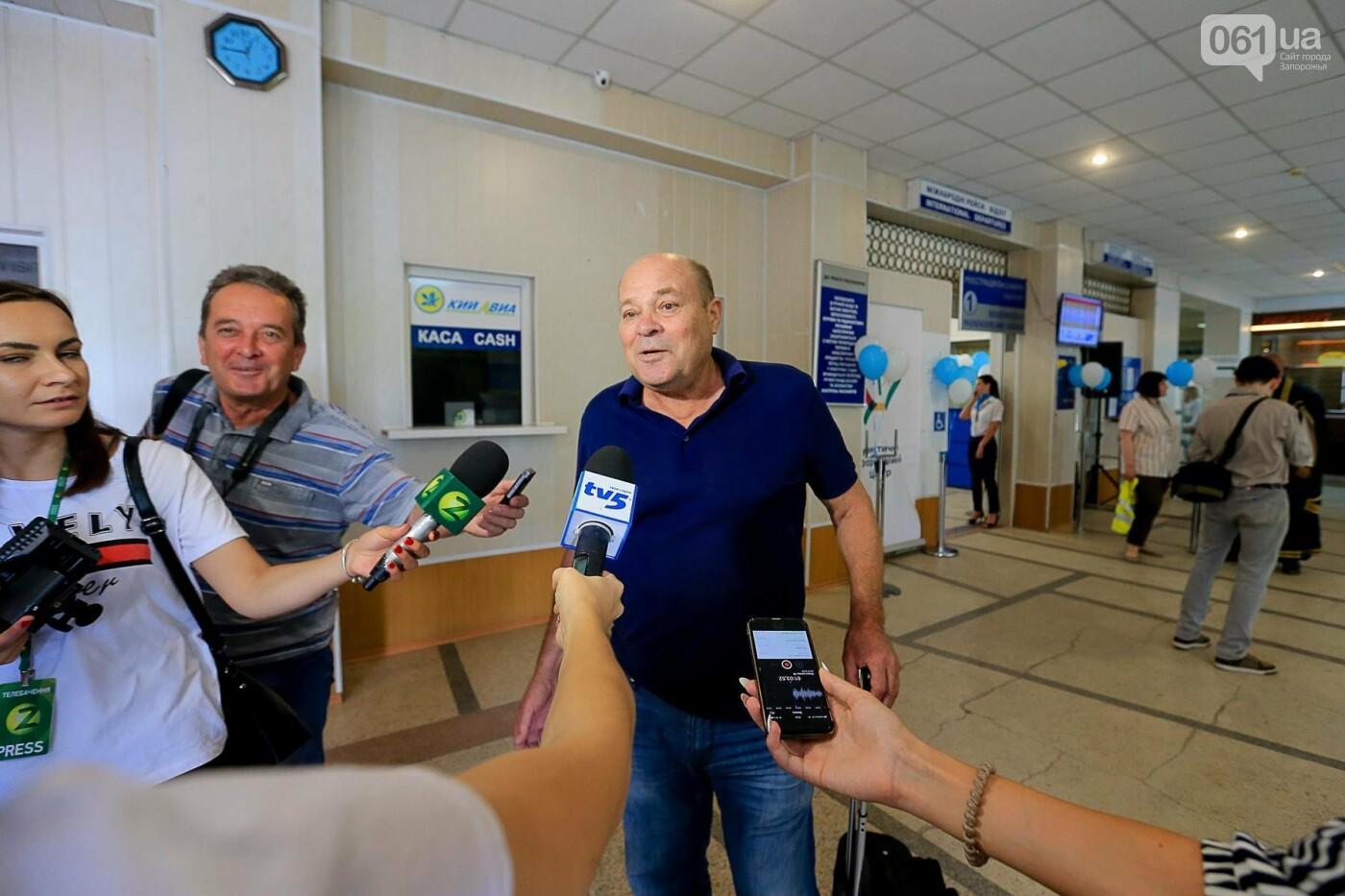 Торт, каравай и дождевая арка: открытие нового авиарейса Варшава-Запорожье в фотографиях, фото-15