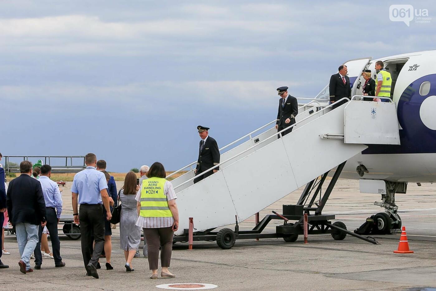 Торт, каравай и дождевая арка: открытие нового авиарейса Варшава-Запорожье в фотографиях, фото-32