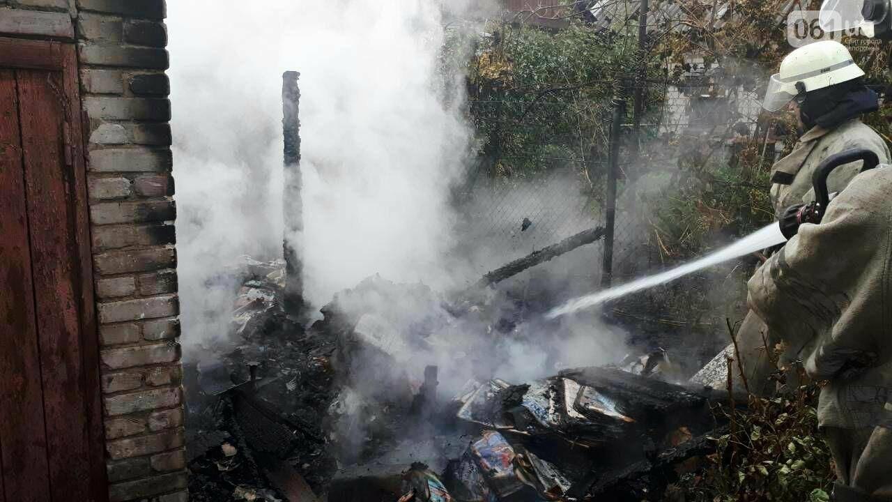 В Запорожье утром загорелся дом: пострадала женщина, - ФОТО, фото-1
