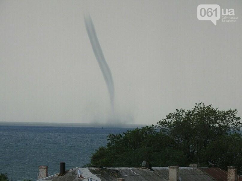 В Азовском море около Бердянска зафиксировали смерч, - ФОТО, ВИДЕО , фото-5