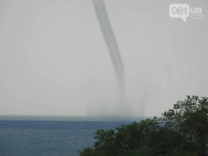 В Азовском море около Бердянска зафиксировали смерч, - ФОТО, ВИДЕО , фото-6