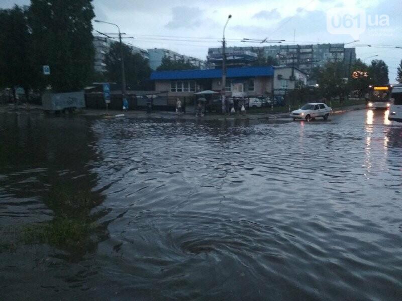 В Запорожье из-за дождя затопило спальный район: воды по колено, маршрутки едут через дворы, – ФОТО, ВИДЕО, фото-4