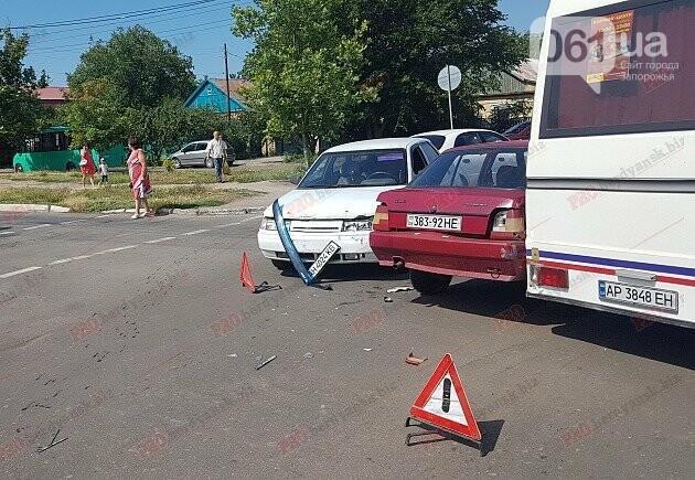 На запорожском курорте в тройное ДТП попала маршрутка с пассажирами, фото-2