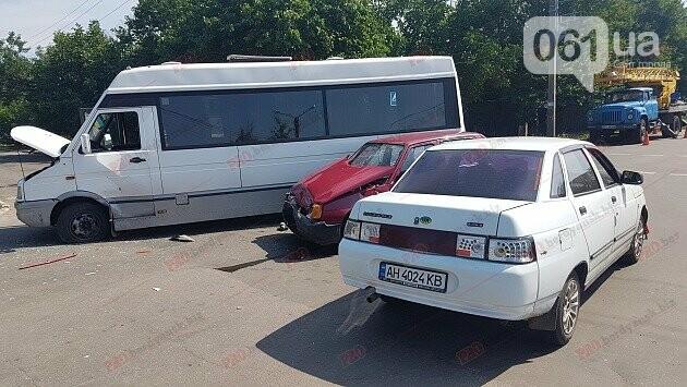 На запорожском курорте в тройное ДТП попала маршрутка с пассажирами, фото-1