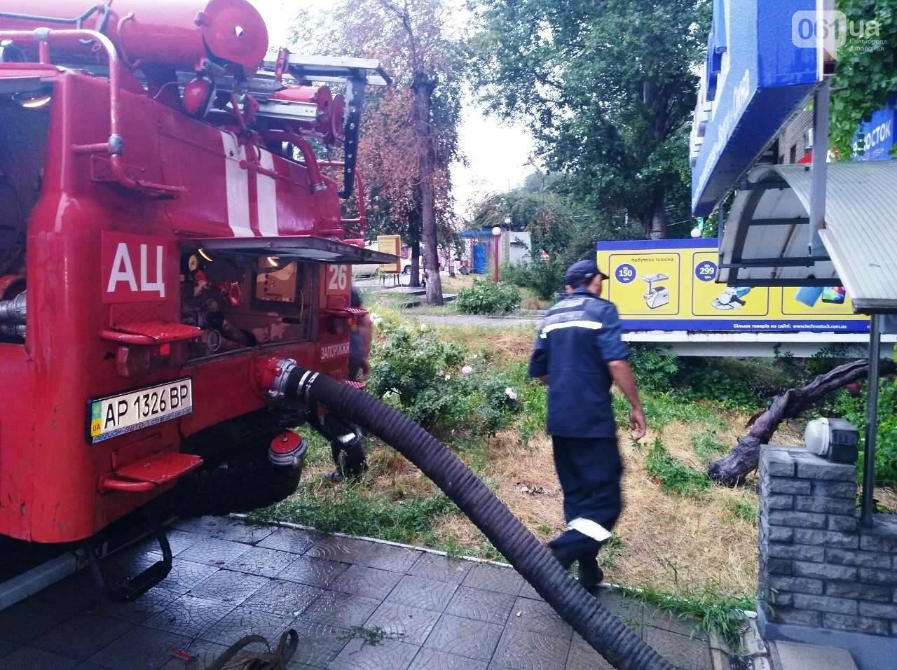 Непогода в Запорожье и области: в людей попала молния, офисы затопило, а машины застряли в воде, - ФОТО, фото-4