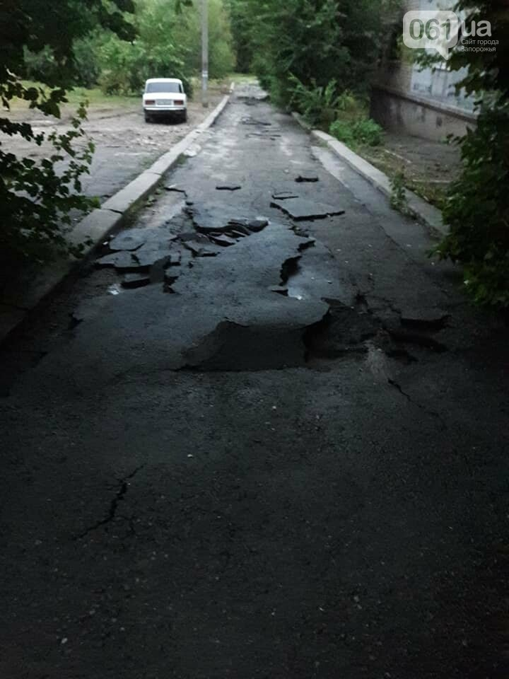 В Запорожье после ливня дорога на Яценко развалилась по кусочкам, - ФОТО, фото-1
