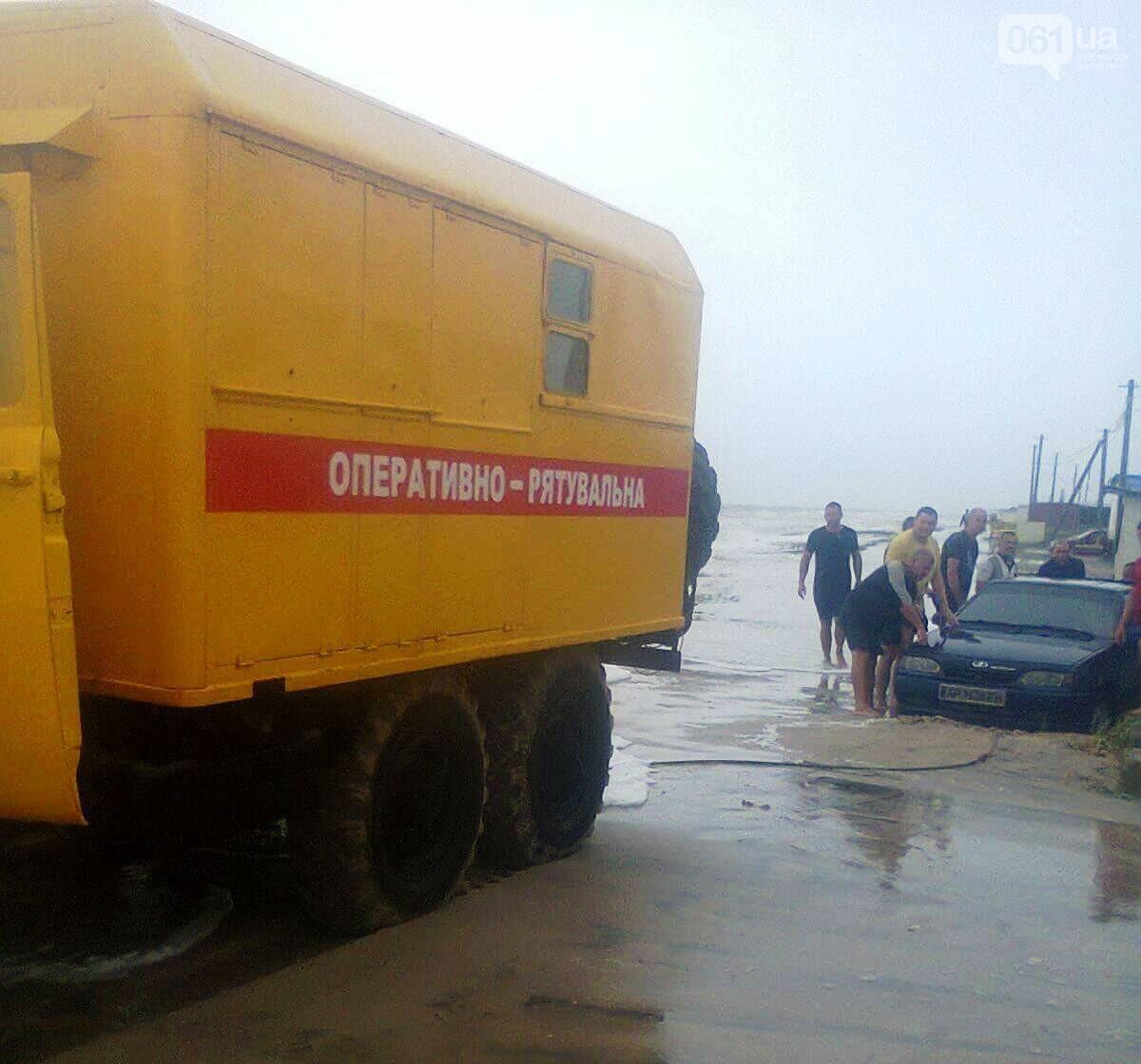 В Приморске размыло косу — 20 автомобилей не могут выехать с курорта, фото-3