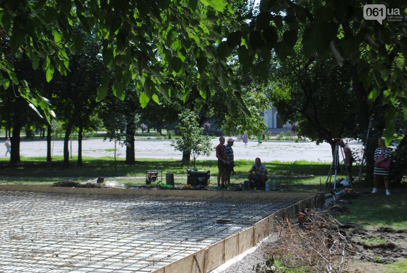 В сквере Яланского рабочие строят, сами не зная, что, - ФОТО, фото-3