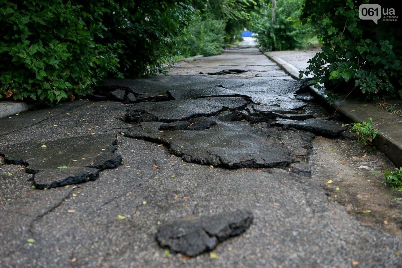 В Запорожье после ливней разрушены дороги: почему это произошло и за чей счет отремонтируют, - ФОТОРЕПОРТАЖ, фото-9