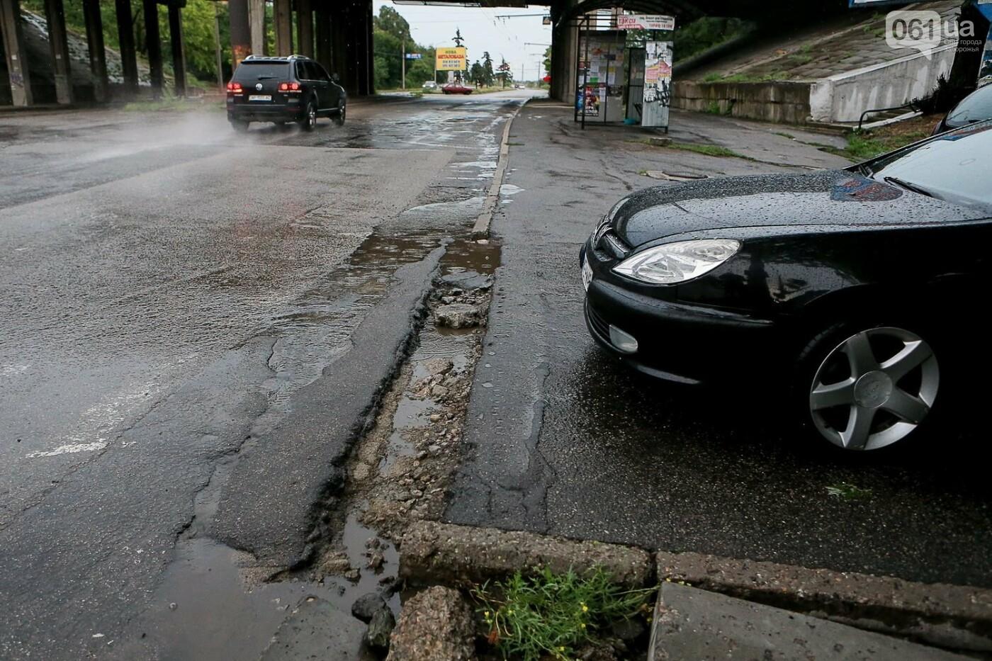 В Запорожье после ливней разрушены дороги: почему это произошло и за чей счет отремонтируют, - ФОТОРЕПОРТАЖ, фото-6
