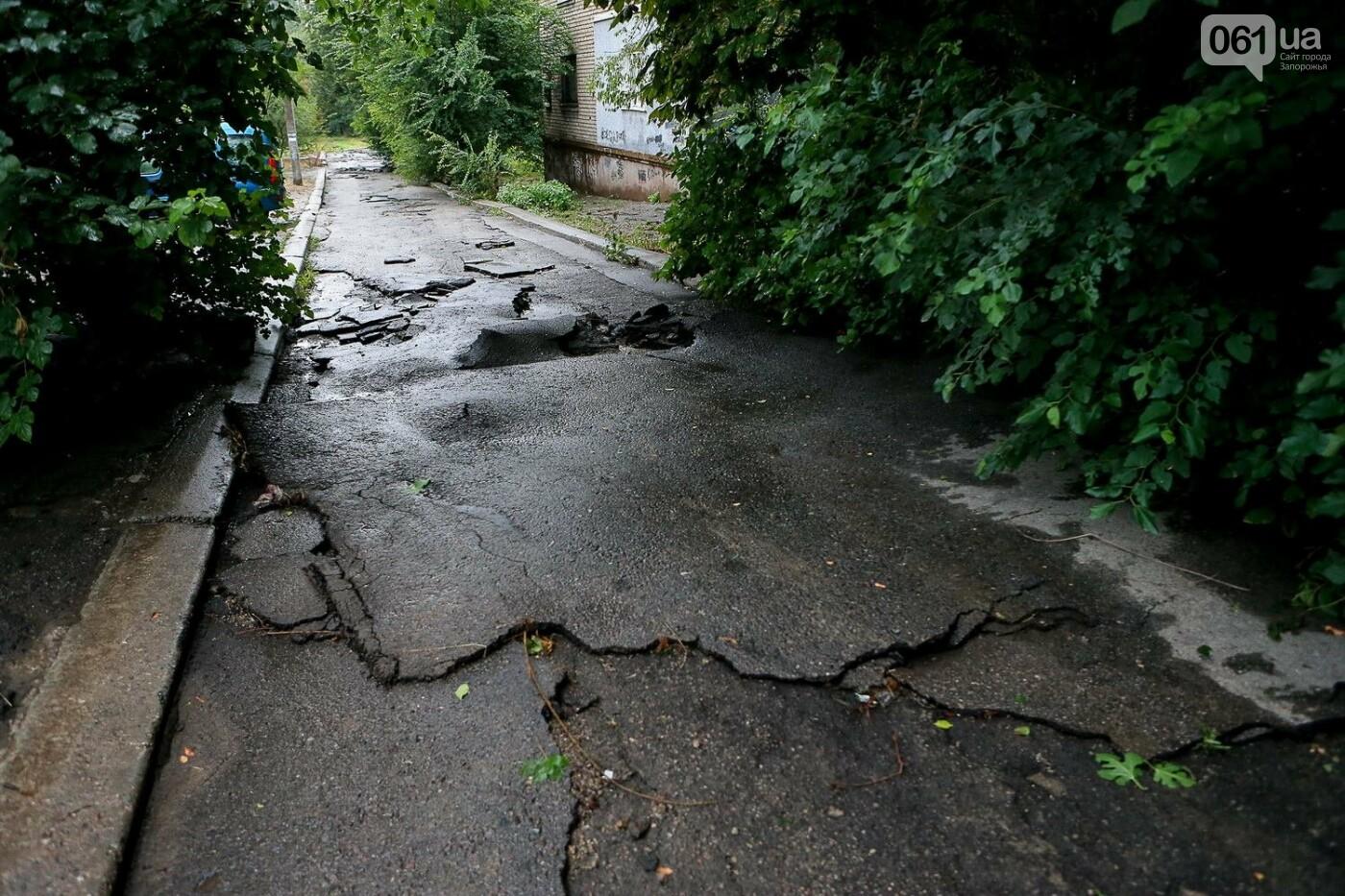 В Запорожье после ливней разрушены дороги: почему это произошло и за чей счет отремонтируют, - ФОТОРЕПОРТАЖ, фото-10