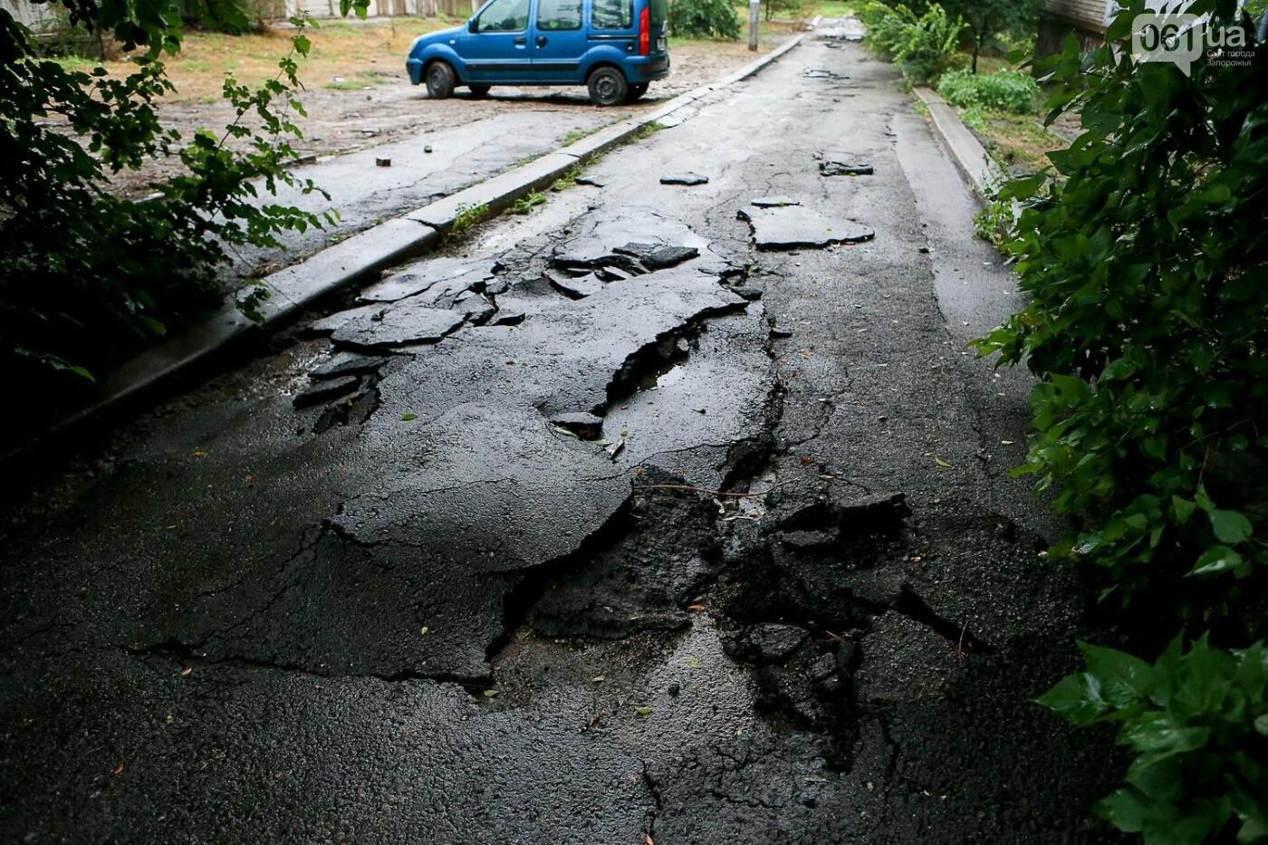 В Запорожье после ливней разрушены дороги: почему это произошло и за чей счет отремонтируют, - ФОТОРЕПОРТАЖ, фото-11