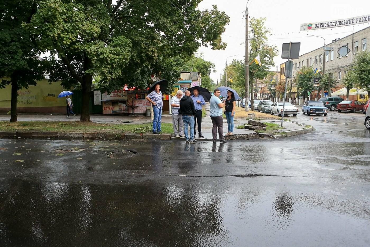 В Запорожье после ливней разрушены дороги: почему это произошло и за чей счет отремонтируют, - ФОТОРЕПОРТАЖ, фото-2