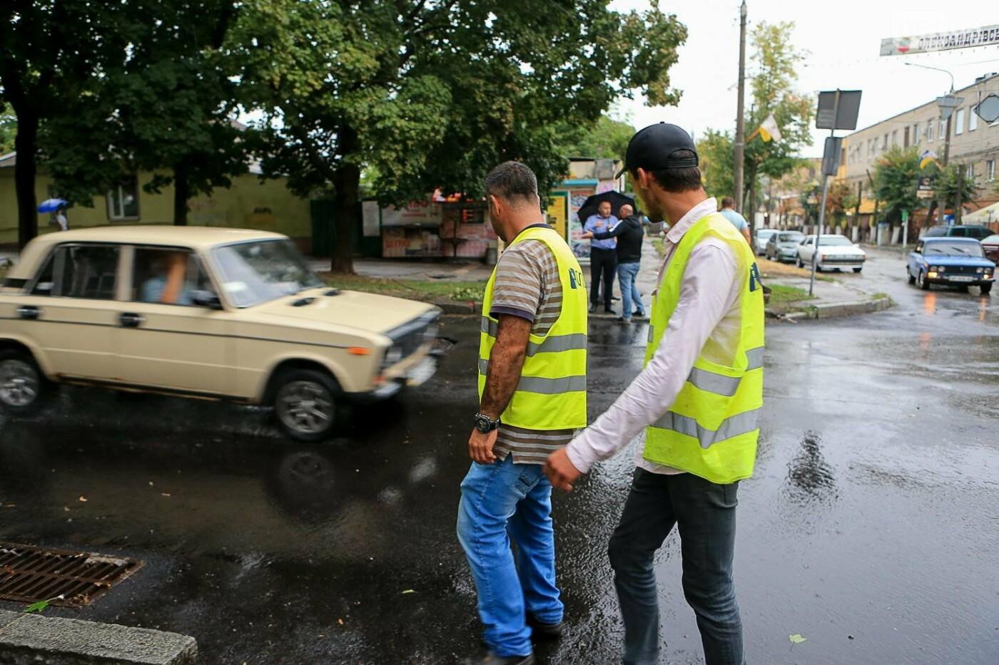 В Запорожье после ливней разрушены дороги: почему это произошло и за чей счет отремонтируют, - ФОТОРЕПОРТАЖ, фото-1