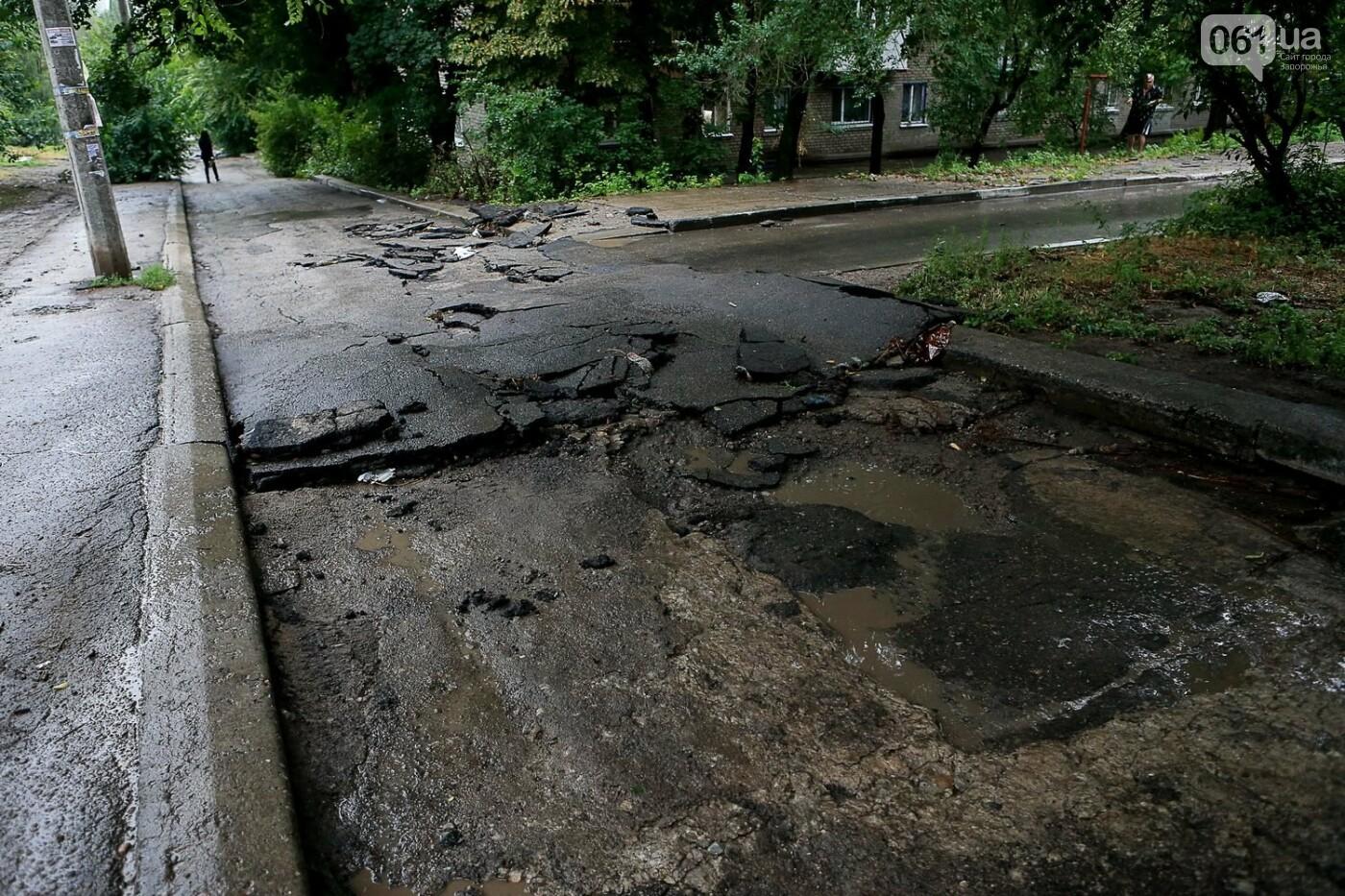 В Запорожье после ливней разрушены дороги: почему это произошло и за чей счет отремонтируют, - ФОТОРЕПОРТАЖ, фото-12